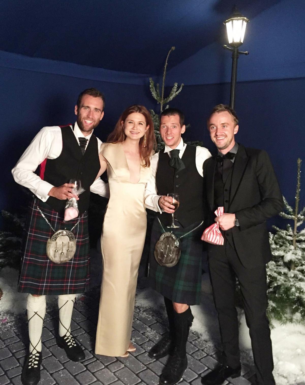 """Mùa đông năm 2014, 3 năm sau khi bộ phim kết thúc. Matthew Lewis (vai Neville Longbottom), Tom Felton (vai Draco Malfoy) và Bonnie Wright (vai Ginny Weasley) gặp nhau trong một sự kiện. Đây là những người giữ liên lạc thường xuyên nhất trong dàn diễn viên """"Harry Potter"""" thuở nào."""