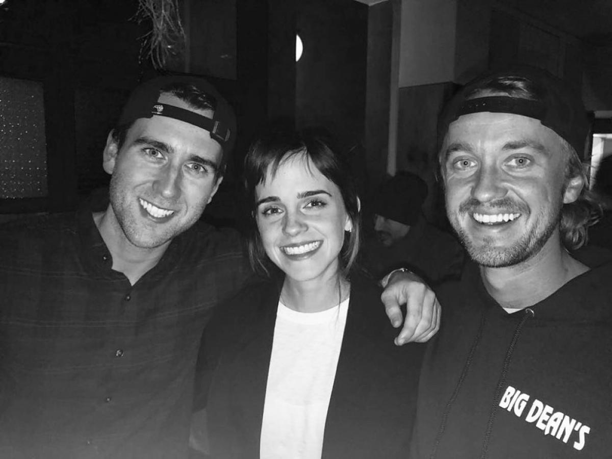 """Tháng 4/2018, Felton chú thích một bức ảnh với Emma Watson và Lewis. Nam diễn viên chú thích """"Bạn cùng trường"""" và thêm hashtag """"#hogwartsalumni""""."""