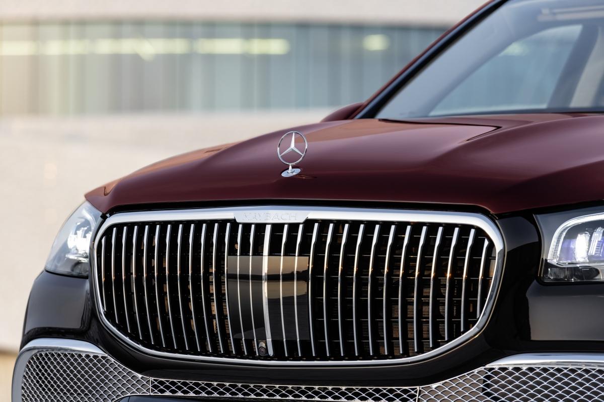 Lưới tản nhiệt chính được làm dạng thanh dọc mạ Chrome và biểu tượng sao ba cánh của Mercedes được chuyển lên nắp ca-pô; trong khi đó, lưới tản nhiệt phụ tạo hình mắt cáo cỡ nhỏ ở phía dưới.