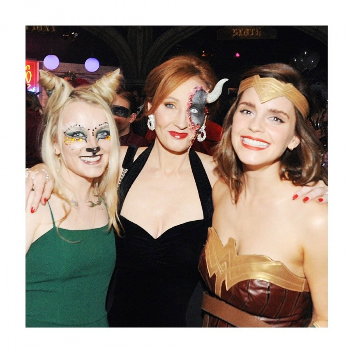 Tháng 7/2019, Emma Watson có một kỷ niệm đáng nhớ với tác giả bộ truyện J.K Rowling và bạn diễn Lynch trong một bữa tiệc hóa trang.