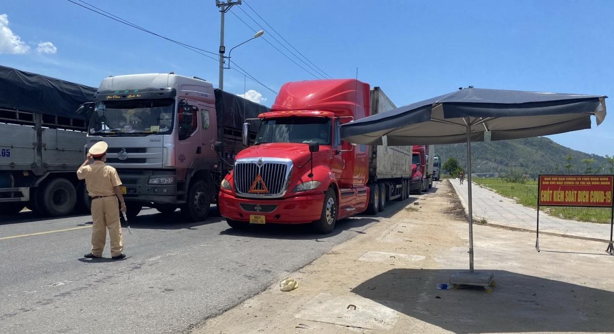 Tăng cường lực lượng kiểm soát chặt phương tiện, nhất là lái xe đường dài từ vùng dịch về Bình Định.
