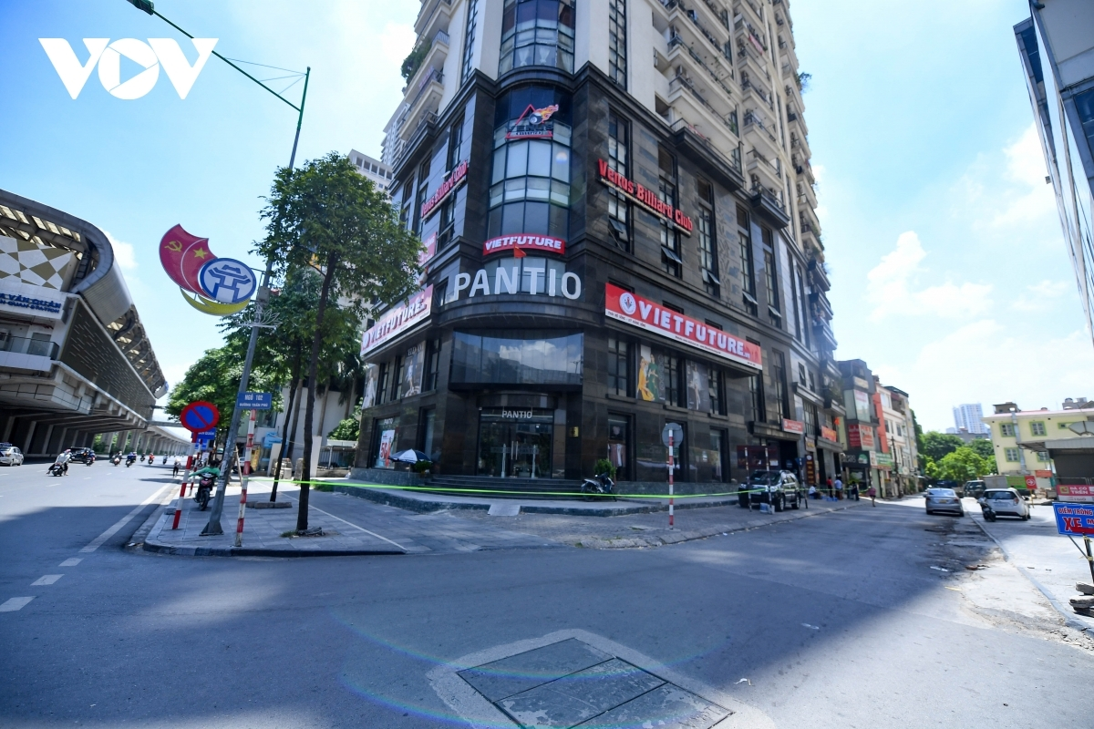 Westa Building on 104 Tran Phu street in Ha Dong ward also goes into lockdown.