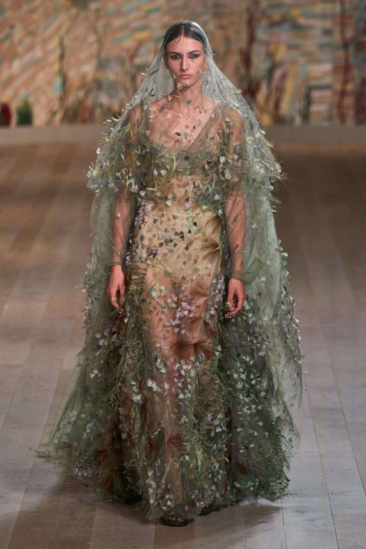 Những câu chuyện văn hóa ẩn sâu bên trong từng lớp chất liệu của Dior.