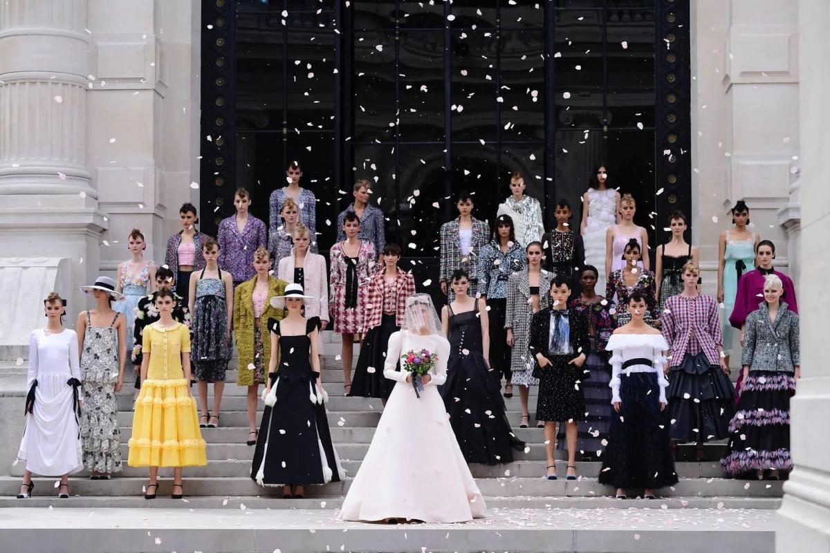 Bộ sưu tập của Chanel mang cảm hứng của trường phái nghệ thuật ấn tượng.