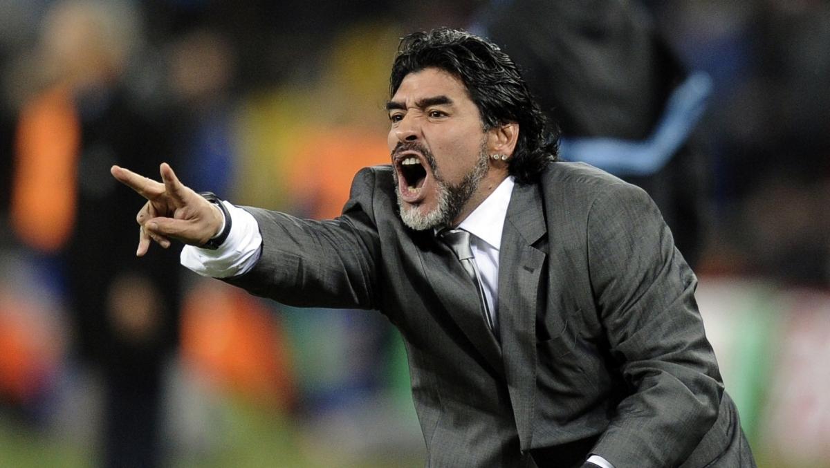 Huyền thoại Maradona khi dẫn dắt ĐT Argentina. (Ảnh: Getty).
