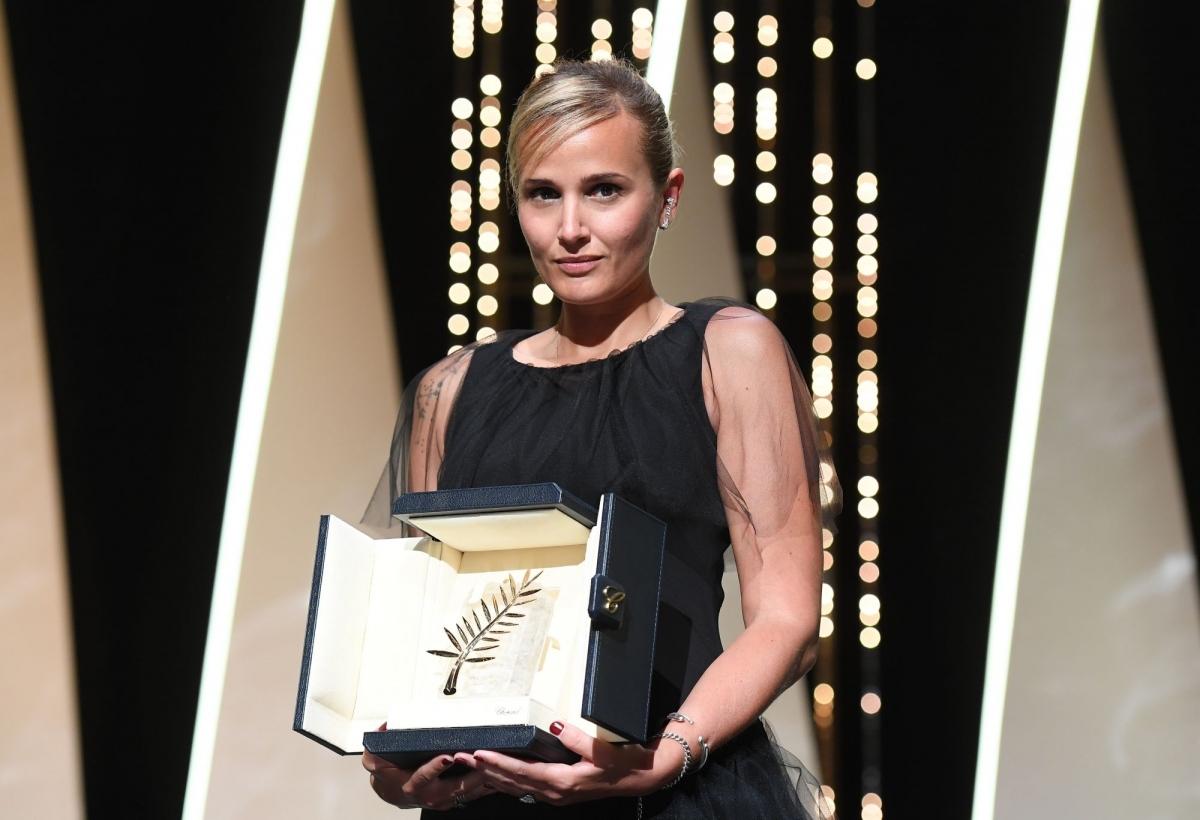 Julia Ducournau là đạo diễn nữ thứ 2 giành giải 'Cành cọ vàng' tại Cannes.