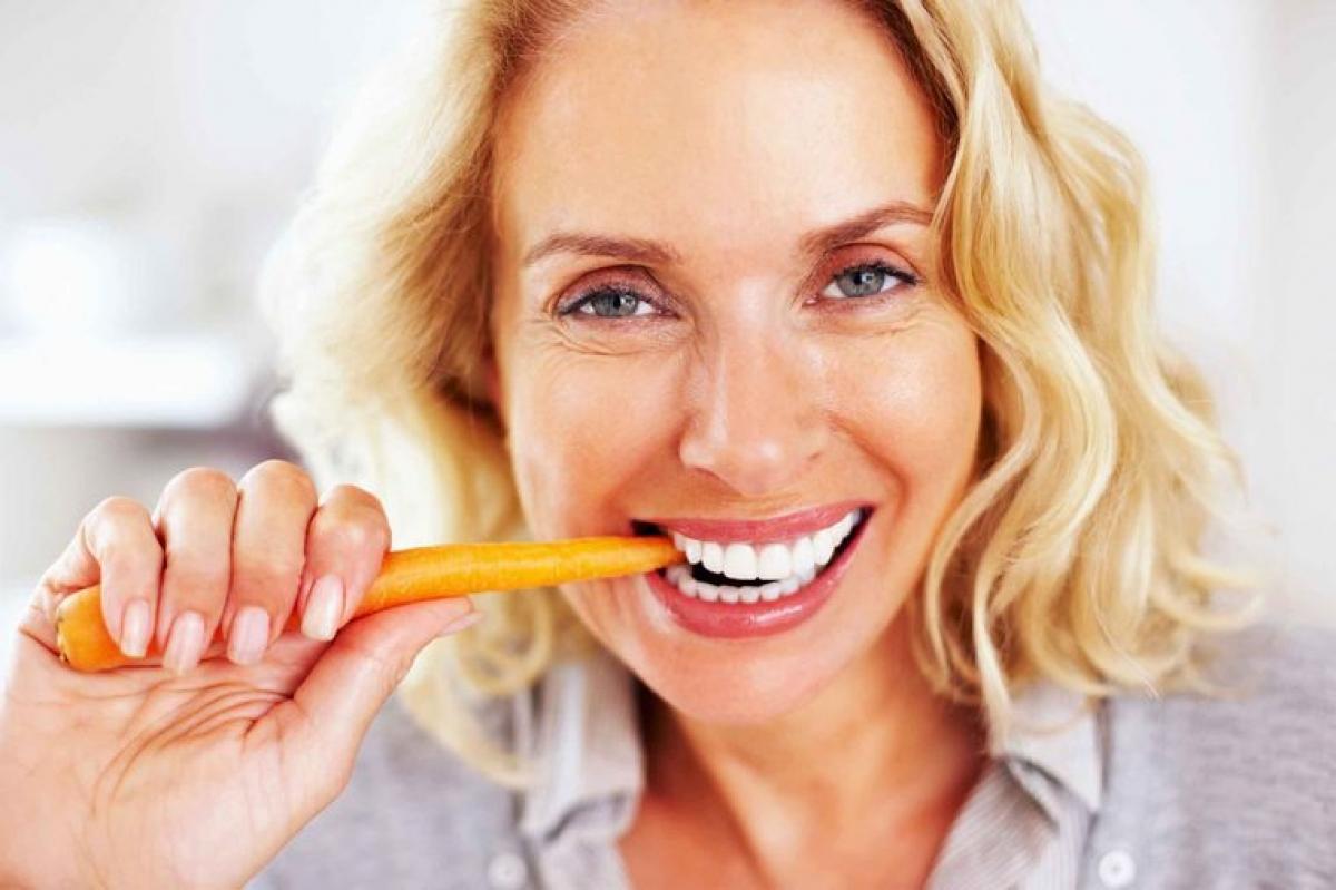 Bệnh về nướu: Tương tự như tác động đối với xương, estrogen cũng có ảnh hưởng lớn đến hàm răng của bạn. Suy giảm estrogen sau khi mãn kinh có thể gây rụng răng, răng lung lay và bệnh nhau chu. Một số phụ nữ sau mãn kinh còn bị khô miệng, đau miệng hoặc đau nướu.