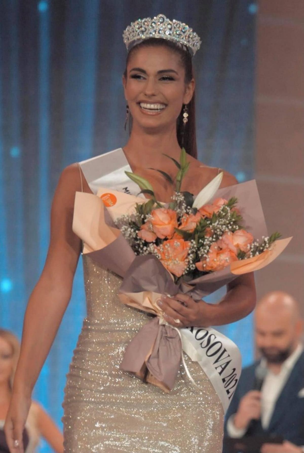 Do ảnh hưởng của dịch Covid-19, Vonesa Alijaj đã được bổ nhiệm trở thành tân Hoa hậu Trái đất Kosovo 2021.