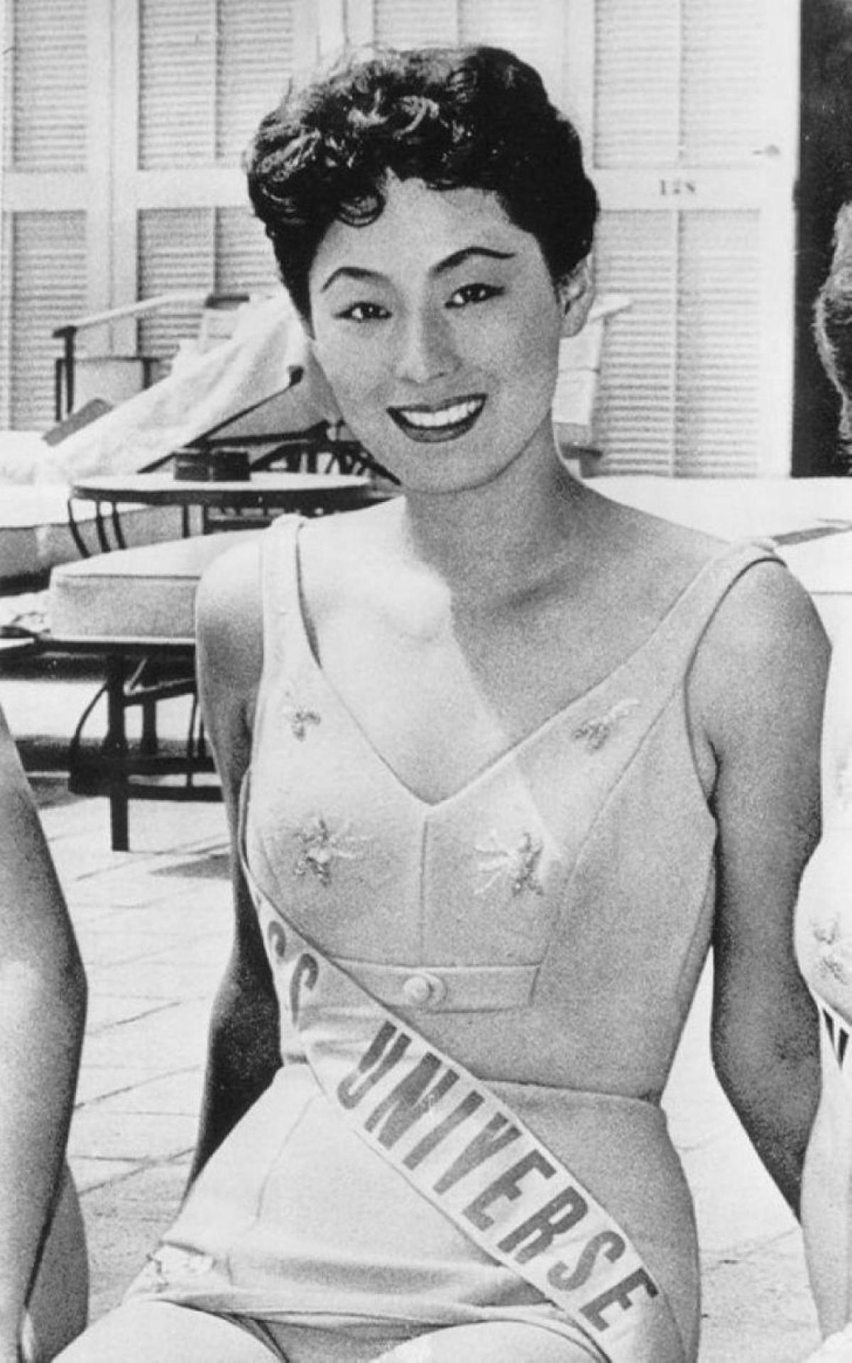 Akiko Kojima là người mang về chiếc vương miện cho Nhật Bản vào năm 1959 và cũng chính là người Châu Á đầu tiên chiến thắng tại đấu trường nhan sắc danh giá nhất nhì hành tinh này.