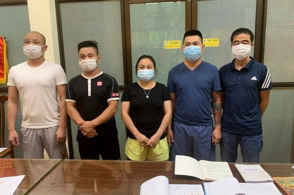 Các đối tượng Hùng, Sơn, Kim Anh, Huy, Thắng (từ trái qua phải)