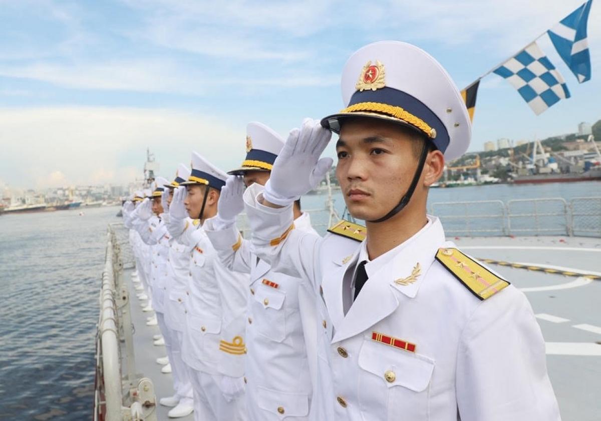 Sáng nay ( 25/07), tại TP Vladivostok, Liên bang (LB) Nga đã diễn ra Lễ duyệt binh tàu Hải quân quốc tế nhân kỷ niệm 325 năm thành lập Hải quân LB Nga. (Ảnh: Lữ đoàn 162 cung cấp)