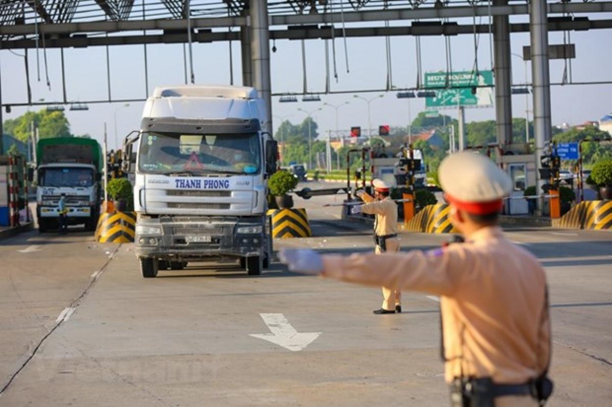 Nhiều doanh nghiệp phản ánh hệ thống phần mềm thực hiện đăng ký luồng xanh của Tổng cục Đường bộ Việt Nam bị lỗi. (Ảnh: Minh Sơn/Vietnam+)