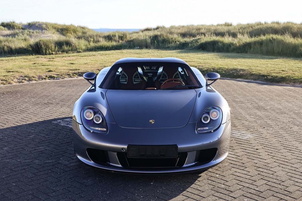 Porsche Carrera GT là một trong những chiếc xe thuần cơ khí cuối cùng và có giá cao trong thị trường siêu xe thế giới.