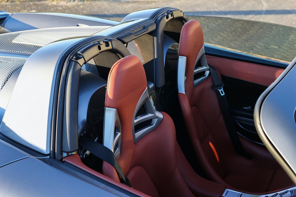 Chiếc Carrera GT sử dụng khối động cơ V10 5.7 lít hút khí tự nhiên, có công suất tối đa 612 mã lực và mô-men xoắn cực đại 590 Nm.