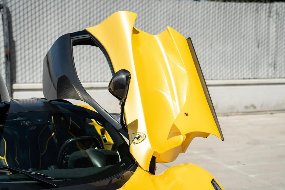 Sức mạnh này kết hợp với hệ thống thu hồi động năng (KERS) hỗ trợ thêm 161 mã lực, nâng công suất cực đại của xe lên 950 mã lực cùng 900 Nm mô-men xoắn.