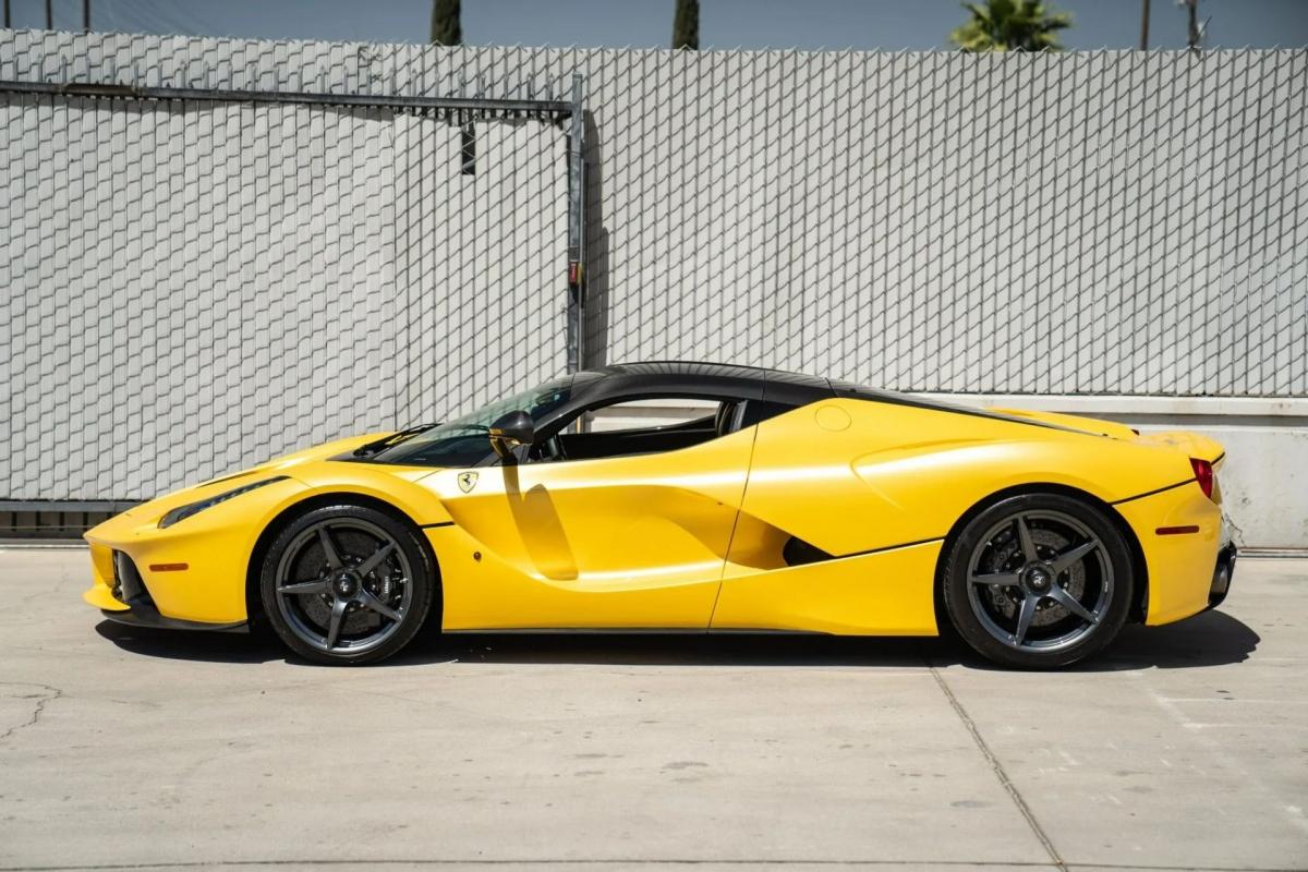 Hiện tại, nó đang được đại lý Pagani Beverly Hills rao bán với giá lên đến 4,199 triệu USD (khoảng hơn 96 triệu USD).