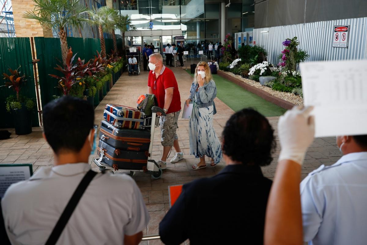 """Du khách quốc tế đến Thái Lan theo chương trình """"Phuket Sandbox"""". Nguồn: Reuters"""