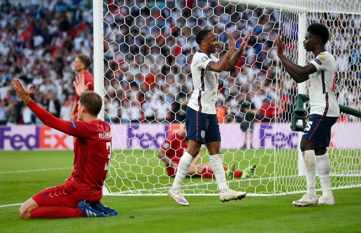 Tuy nhiên, lợi thế dẫn trước của Đan Mạch chỉ tồn tại được 9 phút trước khi Anh gỡ hòa nhờ pha đá phản lưới nhà của Simon Kjaer.