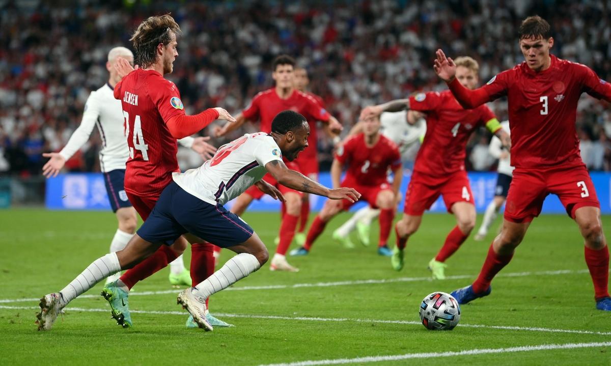 Bước vào hiệp phụ, Anh tìm thấy chiến thắng khi Raheem Sterling kiếm về quả phạt đền.