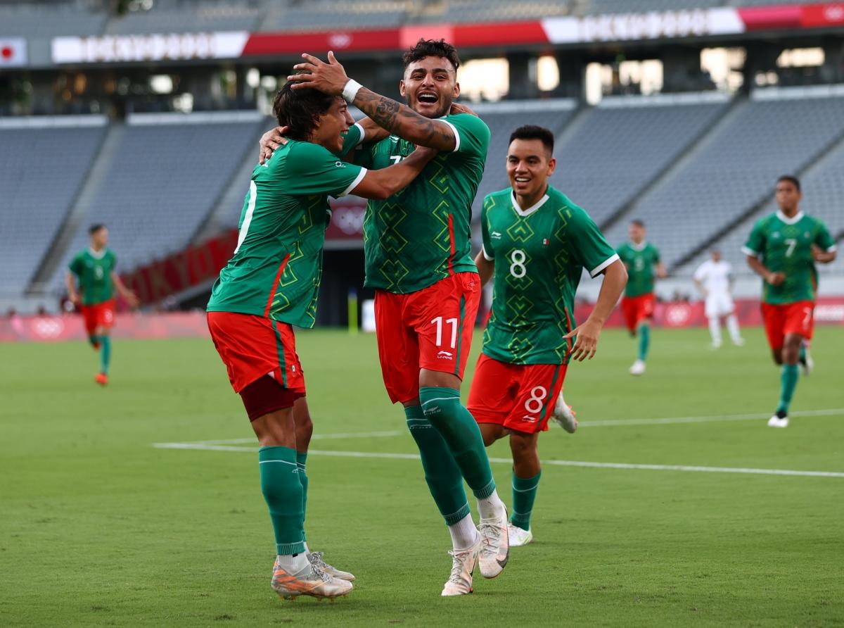U23 Mexico tận dụng rất tốt cơ hội để dẫn 2-0 U23 Pháp (Ảnh: Reuters).