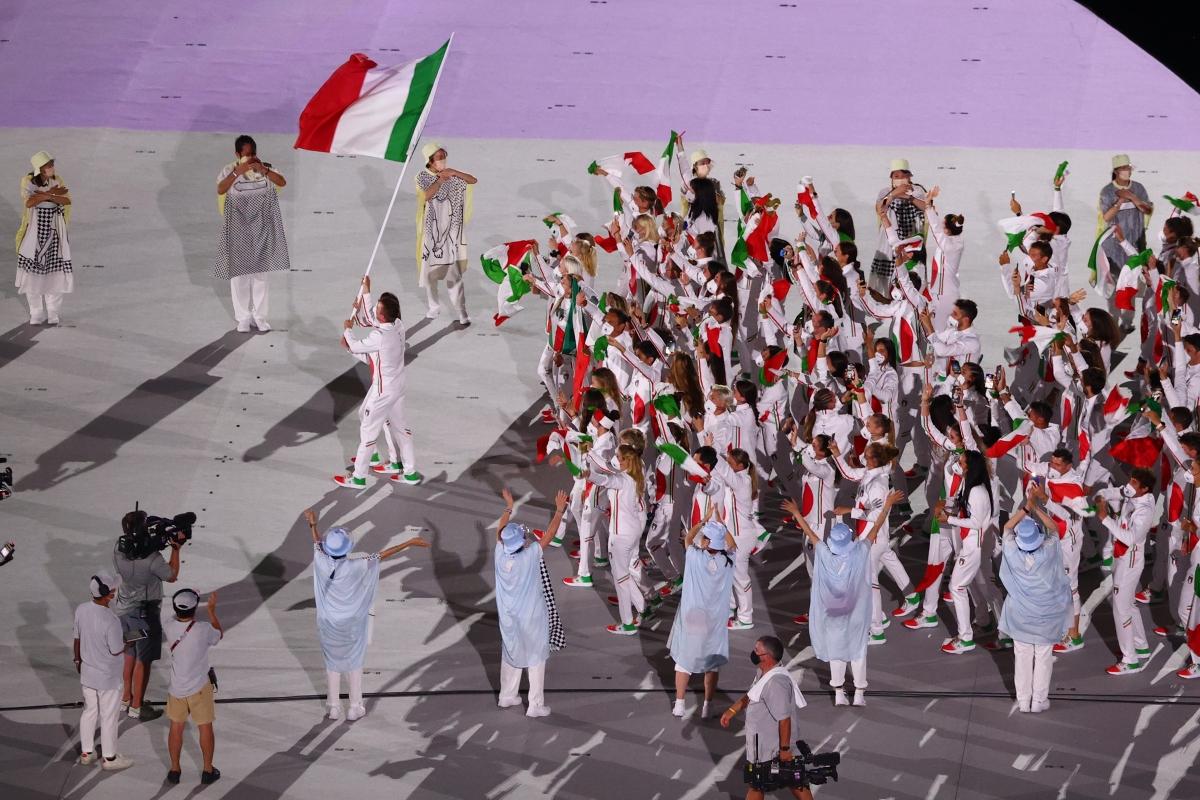 Đoàn thể thao Italia cũng đầy hưng phấn trong lễ diễu hành. (Ảnh: Reuters).
