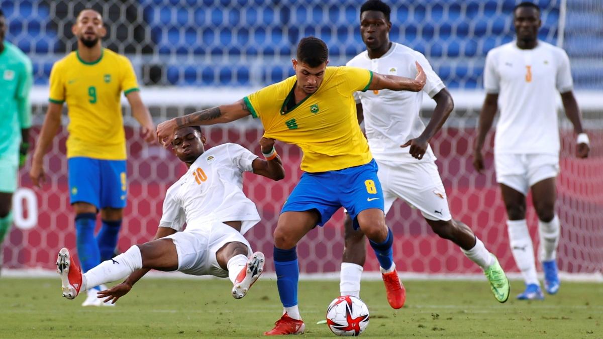 Brazil vẫn đang chơi áp đảo dủ chỉ còn 10 người. (Ảnh: Reuters).