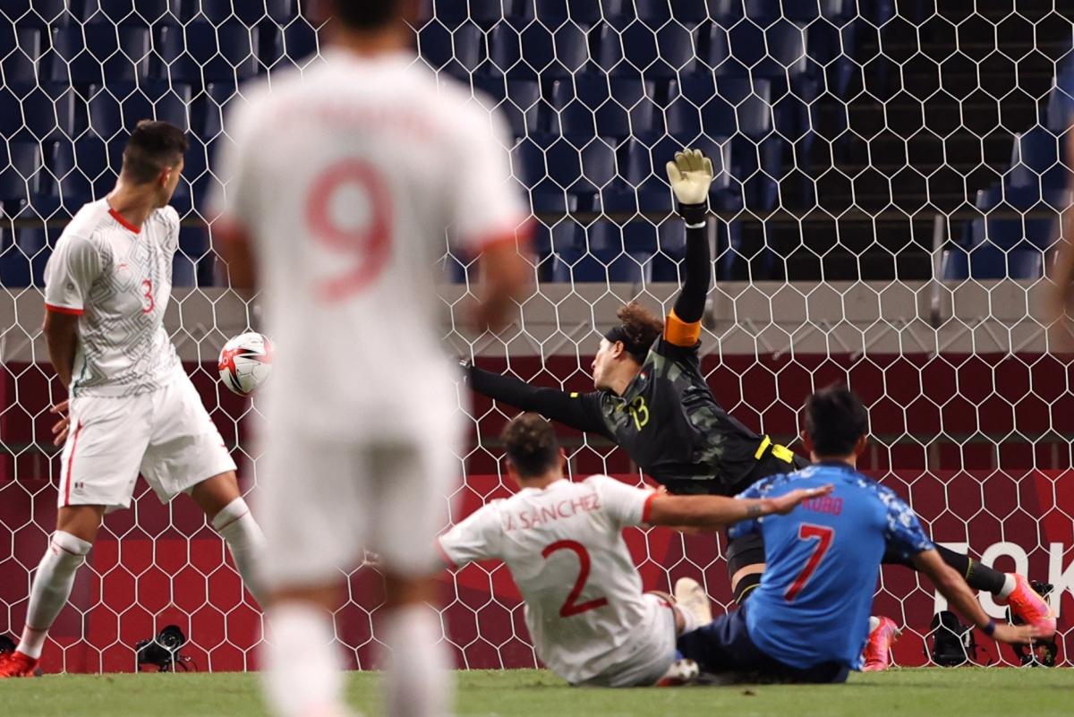 Takefusa Kubo đưa Nhật Bản vươt lên dẫn trước. (Ảnh: Reuters)