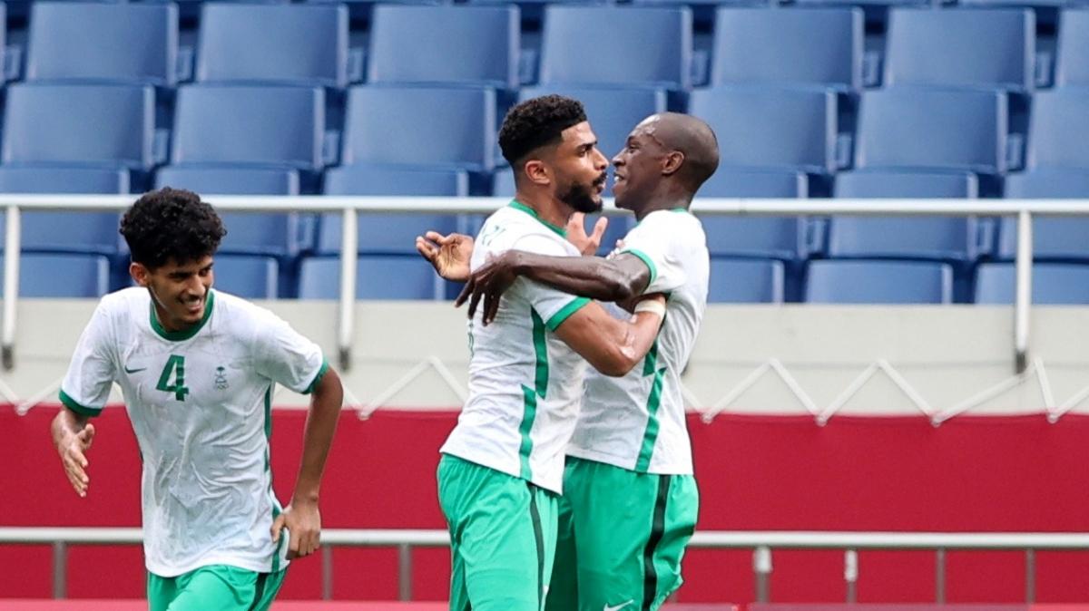 Các cầu thủ Saudi Arabia ăn mừng bàn gỡ hòa (Ảnh: Reuters).