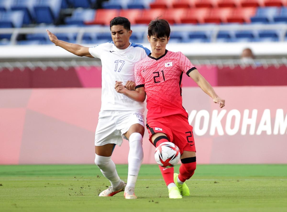 Hàn Quốc đang áo đảo trước Honduras sau khi có liền 2 bàn thắng dẫn trước trên chấm phạt đền. (Ảnh: Reuters).