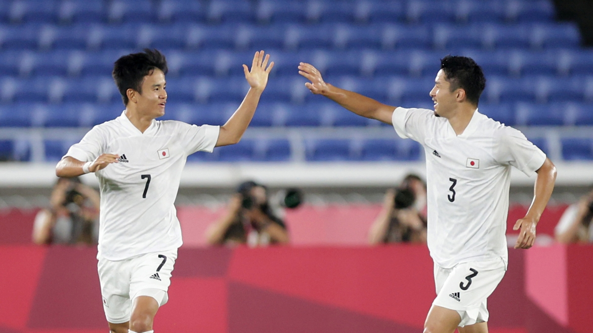 Kubo ăn mừng bàn thắng mở tỷ số cho Nhật Bản vào lưới Pháp. (Ảnh: Reuters).