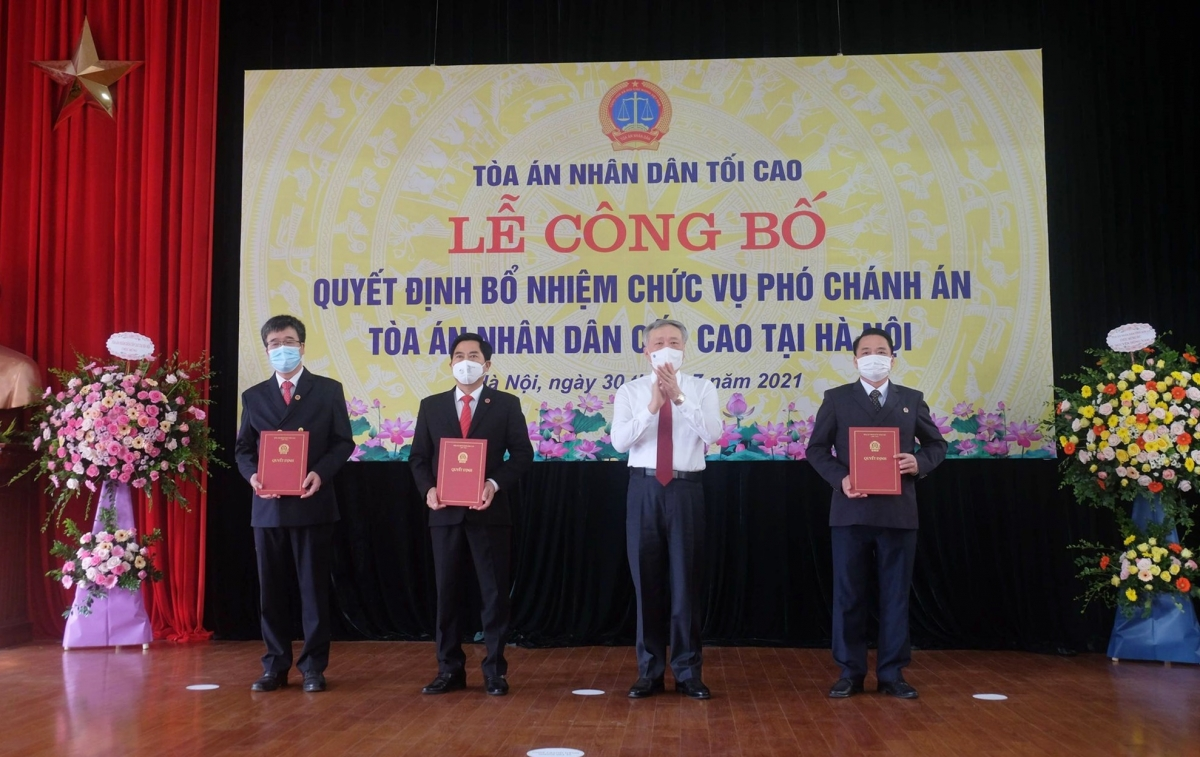 Trao quyết định cho 3 tân Phó Chánh án TAND Cấp cao tại Hà Nội