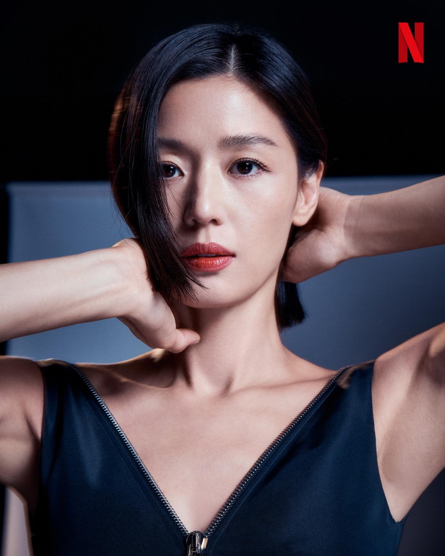 """""""Jun Ji Hyun, không hổ danh là nữ diễn viên hàng đầu"""" - đạo diễn """"Kingdom""""."""
