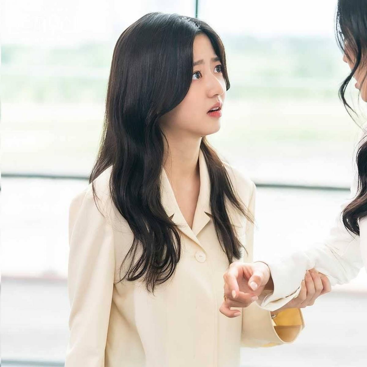 Bae Ro Na trở nên mạnh mẽ và thông minh đối phó với mọi thủ đoạn của mẹ con Cheon Seo Jin.