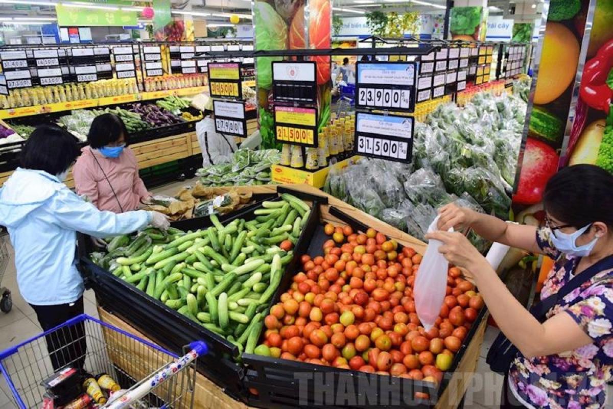 Tình hình nguồn cung hàng hóa tại siêu thị, cửa hàng tiện lợi tại TP.HCM dồi dào
