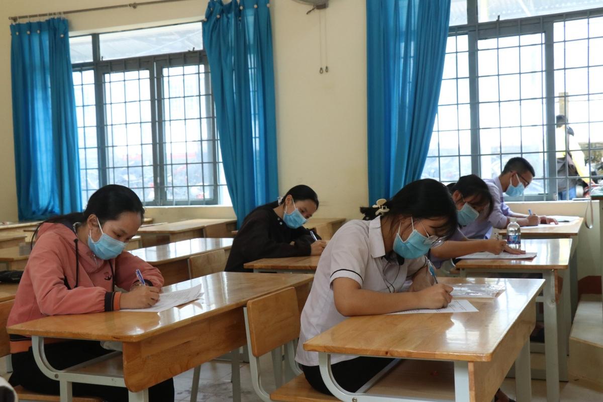 Thí sinh Đắk Lắk làm bài thi tại kỳ thi tốt nghiệp THPT năm 2021 đợt 1.