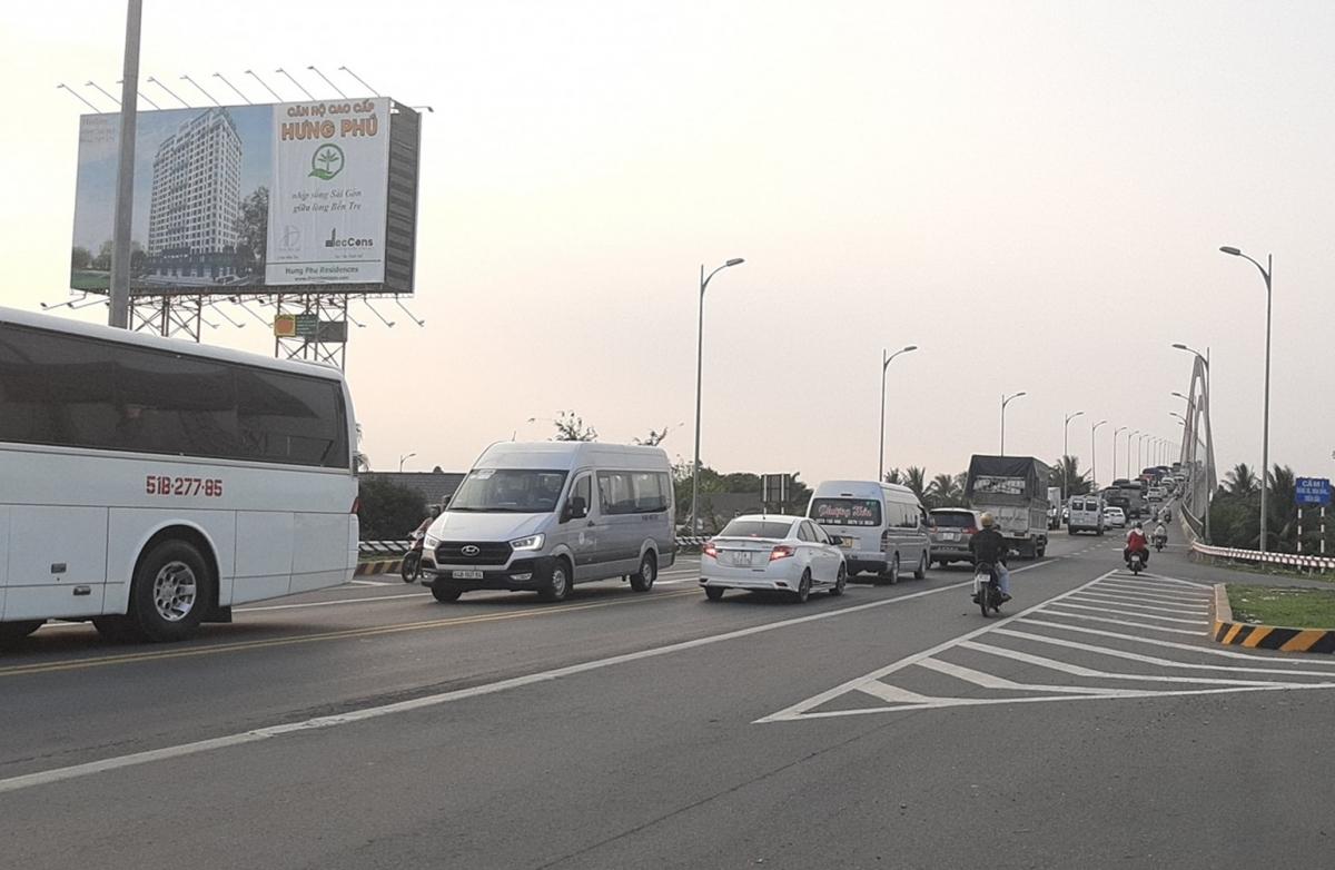 Phương tiện từ hướng TP.HCM qua cầu Rạch Miễu về Bến Tre.