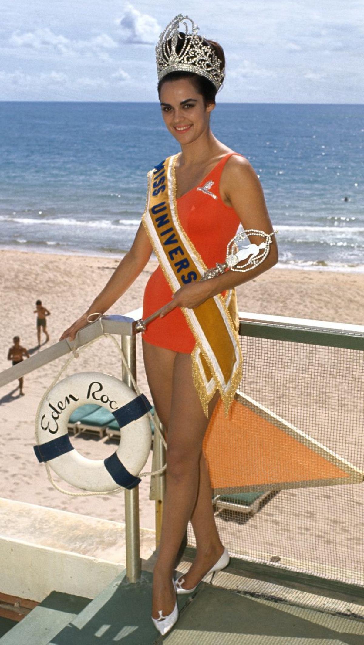 Kiraiki Tsopei đến từ Hy Lạp, đăng quang Hoa hậu Hoàn vũ năm 1964.Bà trở thành người phụ nữ Hy Lạp đầu tiên đăng quang danh hiệuHoa hậu Hoàn vũ. Về sau, bà trở thành một nữ diễn viên điện ảnh của Hollywood.