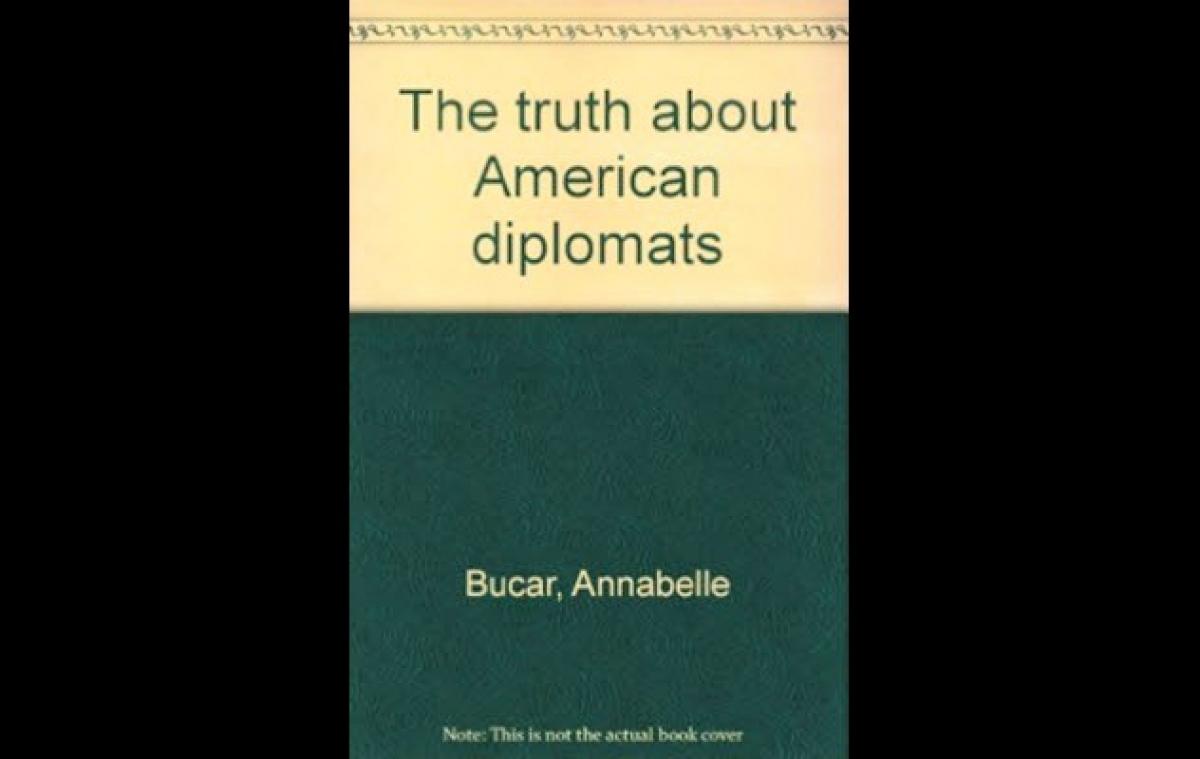 """Cuốn """"Sự thật về các nhà ngoại giao Mỹ"""". Nguồn: listverse.com"""