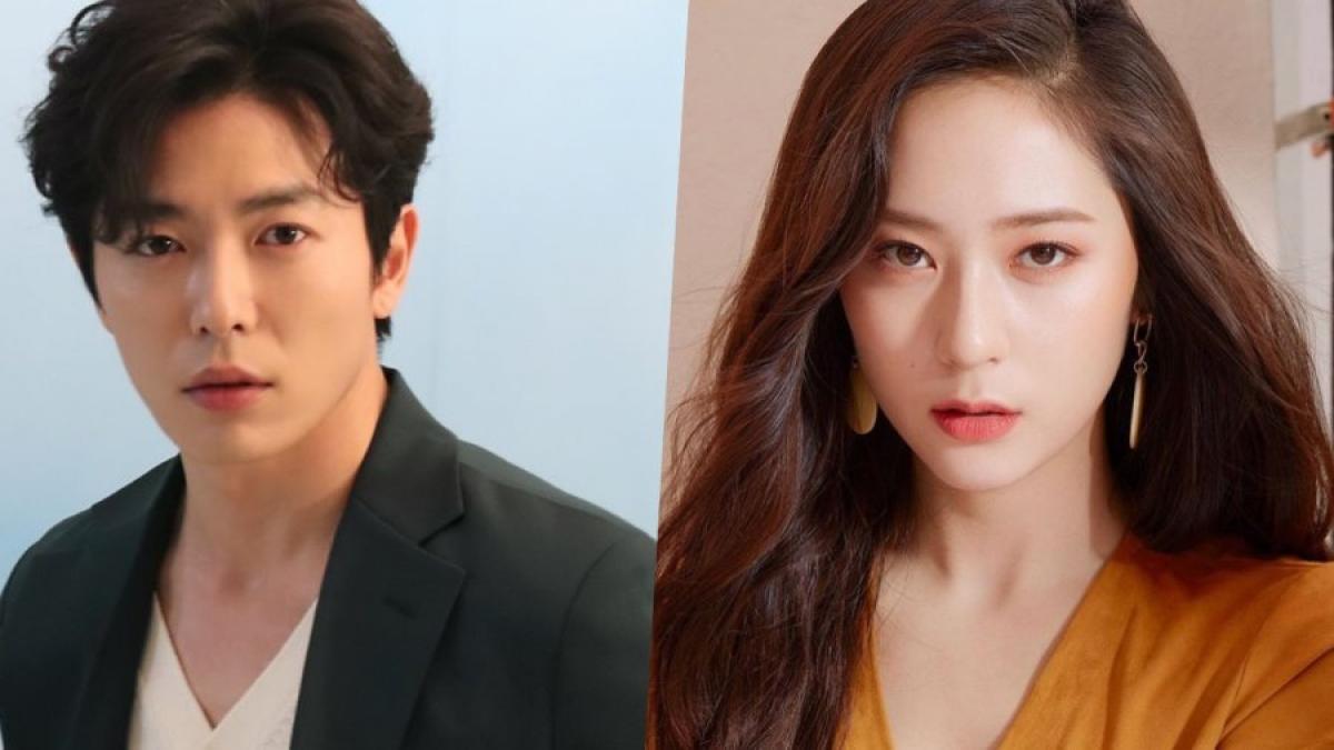 """Kim Jae Wook và Krystal Jung đang thảo luận đóng phim """"Crazy love""""."""