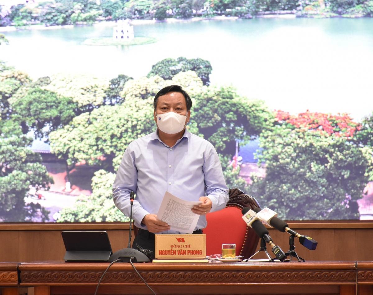Phó Bí thư Thành ủy Hà Nội Nguyễn Văn Phong phát biểu kết luận tại buổi họp báo.