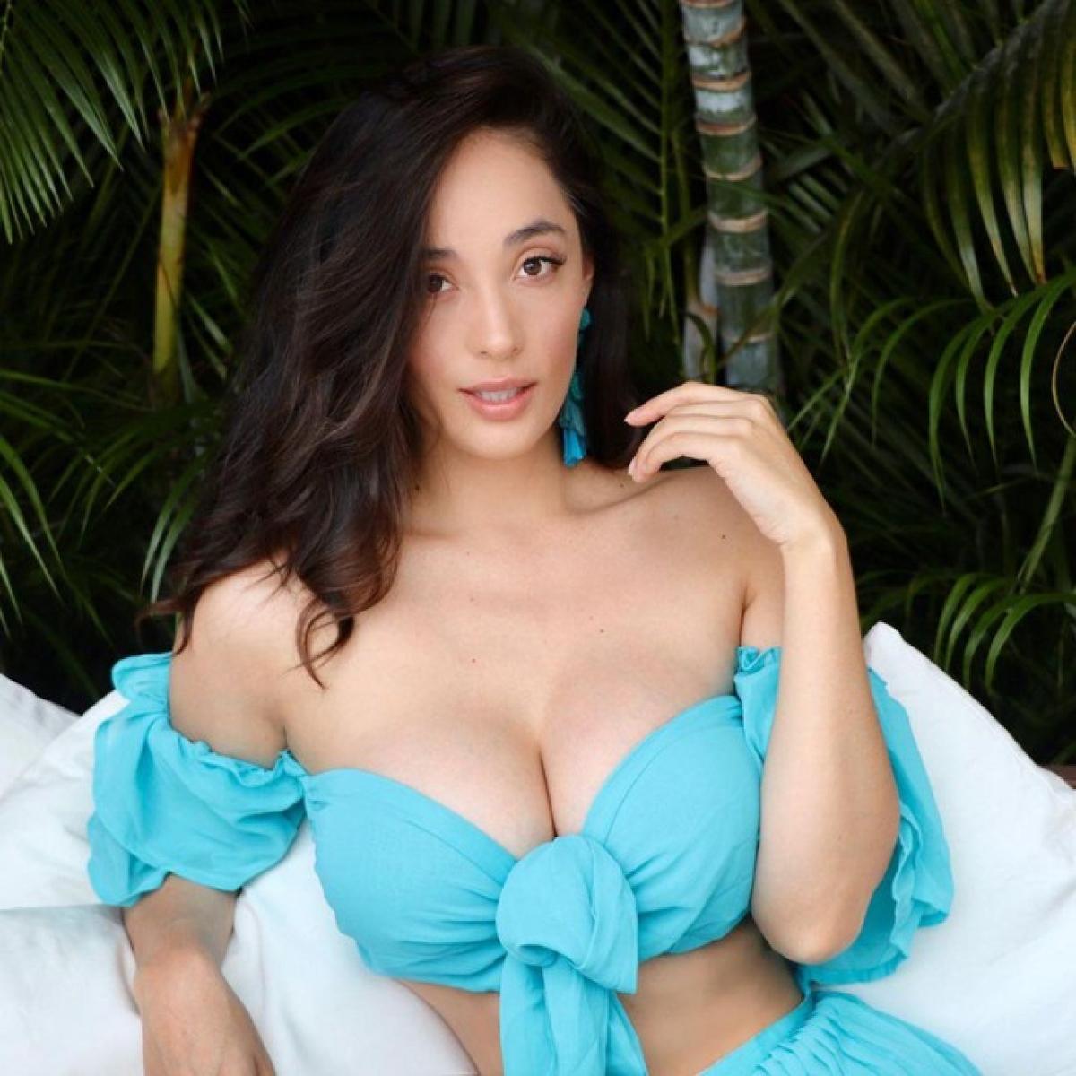Eloísa Gutiérrez Rendón thu hút bởi chiều cao 1m75 và body quyến rũ. Người đẹp sở hữu những đường cong nóng bỏng khiến nhiều người ngưỡng mộ. Trên trang cá nhân, cô không ngại ngần khi thường xuyên chia sẻ những hình ảnh gợi cảm của mình.
