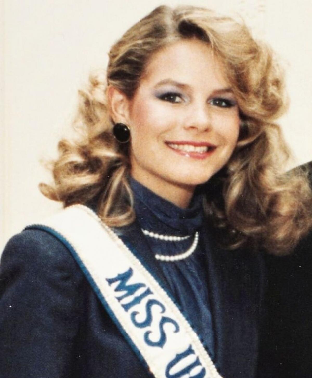 Lorraine Elizabeth Downes là một người mẫu và hoa hậu của New Zealnd. Bà từng là Hoa hậu Hoàn vũ 1983.