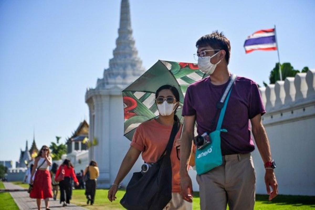 Khách du lịch tham quan Cung điện Hoàng gia ở thủ đô Bangkok, Thái Lan. (Nguồn: AFP).