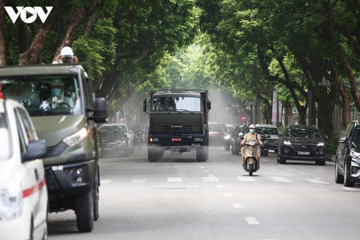 Dự kiến, quá trình phun khử khuẩn của quân đội sẽ diễn ra trong cả ngày hôm nay 26/7.
