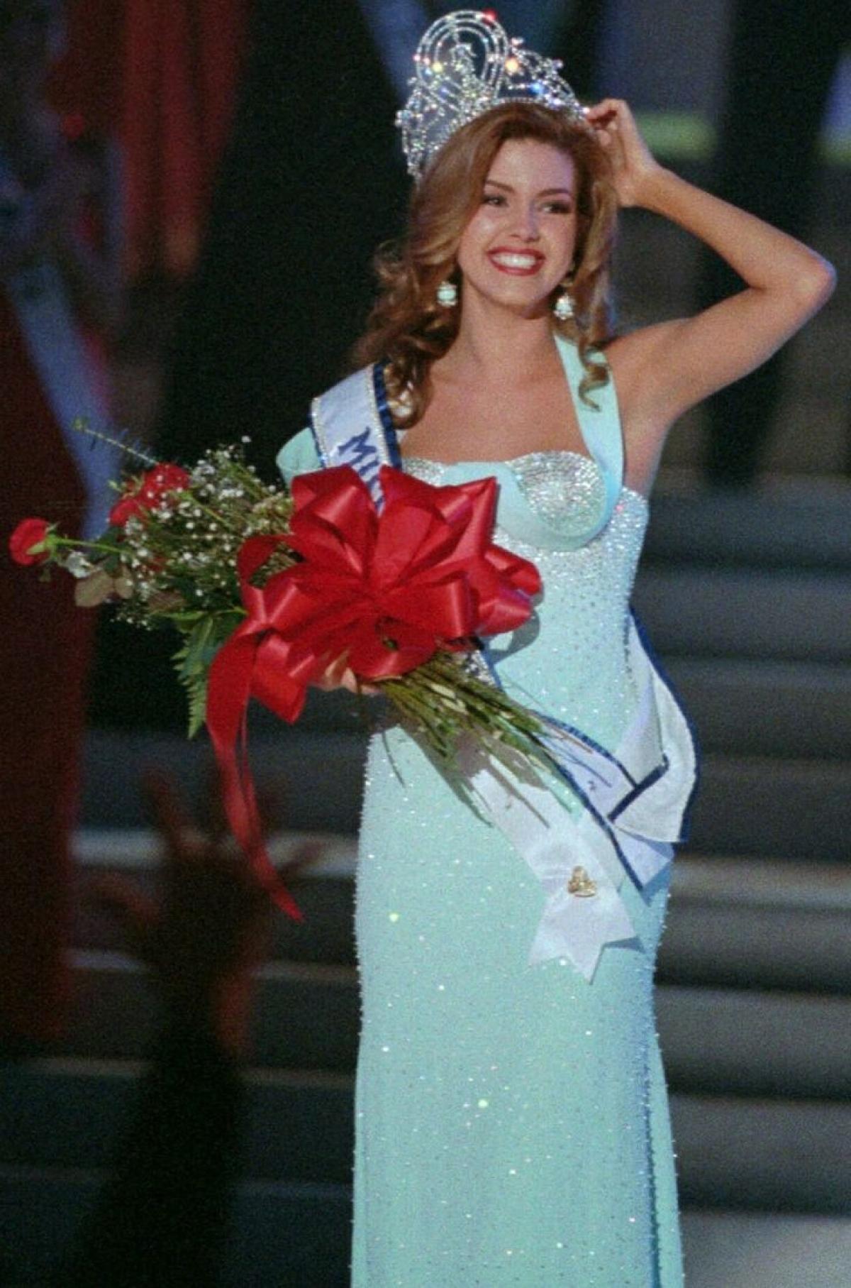 Alicia Machado đoạt danh hiệu Hoa hậu Venezuela vào năm 1995 và đại diện cho đất nước mình tham dự Hoa hậu Hoàn vũ 1996 tổ chức tại Las Vegas, Mỹ. Cô là người phụ nữ thứ tư của đất nước Venezuela giành được danh hiệu này.