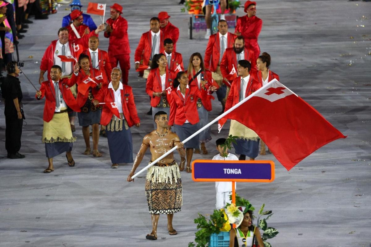 Pita Taufatofua lần đầu gây sốt ở lễ khai mạc Olympic Rio 2016.