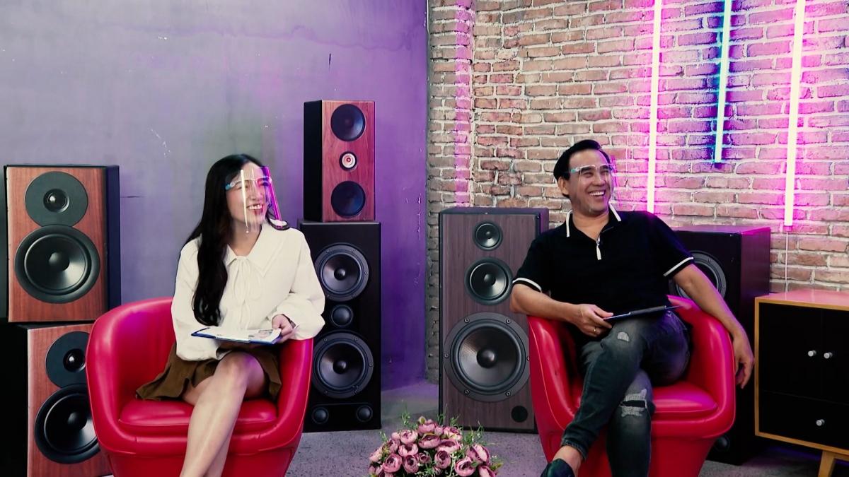 MC Quyền Linh cùng ca sĩ Tú Tri gắn kết các gia đình mùa giãn cách.