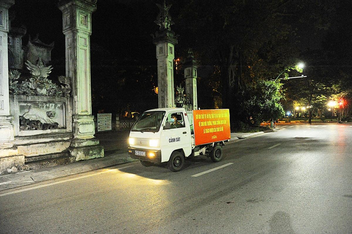 Xe tuần tra của lực lượng công an phường Quán Thánh (quận Ba Đình).