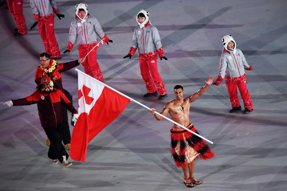 """Võ sĩ này tiếp tục """"chiếm sóng"""" với màn cởi trần diễn hành ở lễ khai mạc Olympic mùa đông PyeongChang 2018."""