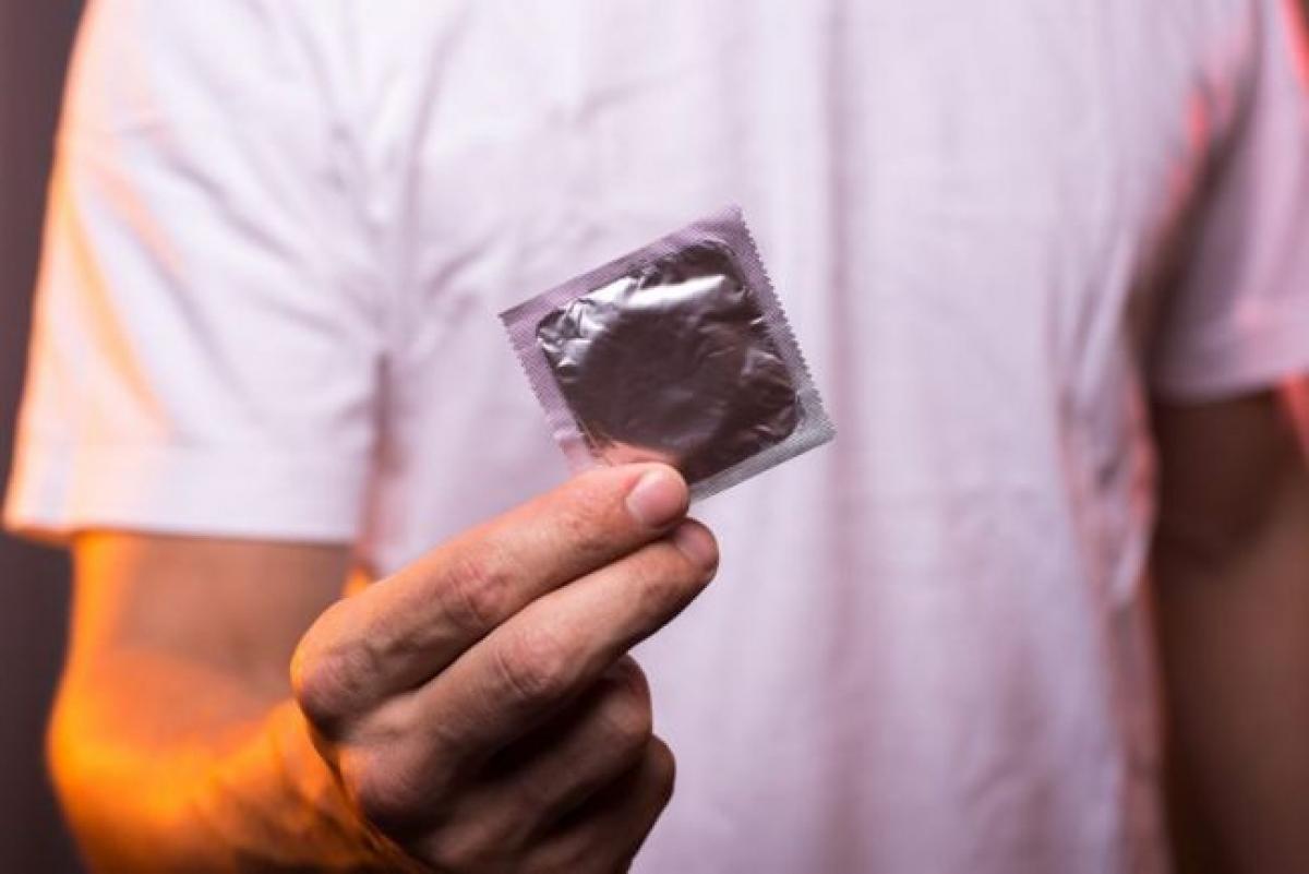 Phòng ngừa: Việc phòng ngừa nhiễm nấm men ở cơ quan sinh dục nam thực chất không hề khó. Việc sử dụng bao cao su trong khi quan hệ tình dục giúp giảm đáng kể nguy cơ viêm nhiễm cơ quan sinh dục. Bạn cũng nên tránh quan hệ tình dục với người bị nhiễm nấm men, duy trì mối quan hệ một - một và giữ vệ sinh cơ thể sạch sẽ.